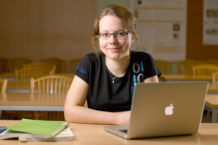 Studentka po ukončení studia